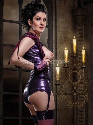Latex escort paris